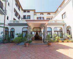 hotel_jaccarino_hotel_a_sant_agata_sui_due_golfi_massa_lubrense_sorrento_foto_a_ingresso_storico